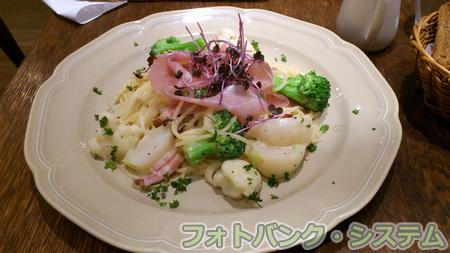 冬野菜の豆乳パスタ 香味バーニャカウダソース添え