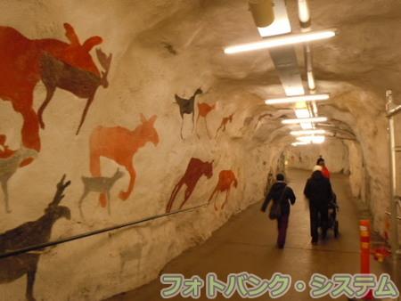 地下鉄の壁