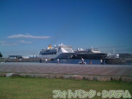横浜港大桟橋 コスタ・ビクトリア出港 1