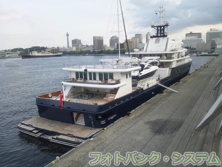 ロシア富豪の個人船 グランブルー