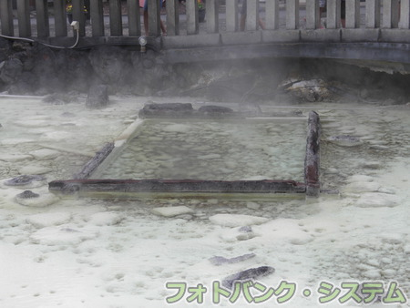 草津温泉:湯畑内のお汲上げ枠