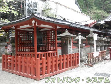 二荒山神社:化け灯籠
