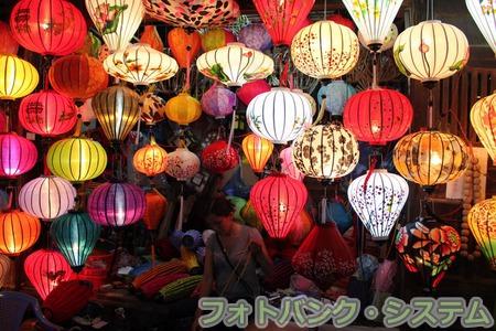 Lễ hội đèn lồng (ホイアン ランタン祭り)