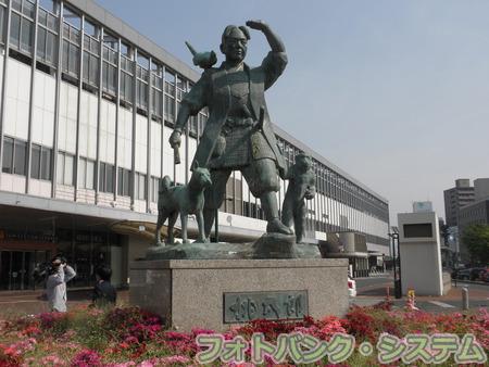 岡山―岡山駅前・桃太郎像
